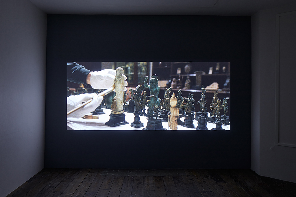 Amie Siegel, Fetish, 2016. HD video, color/sound. Exhibition view South London Gallery, 2017. Courtesy the artist and Simon Preston Gallery, New York. Photo: Andy Stagg.