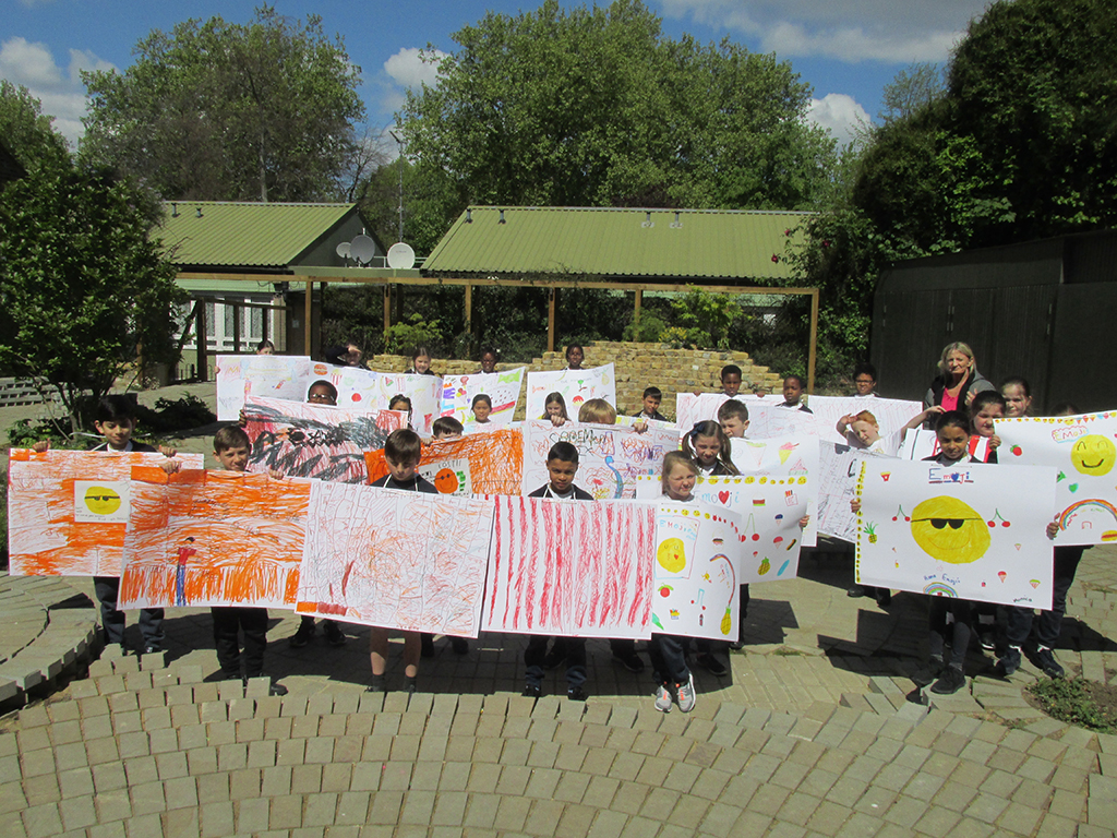 <p>St John's Primary School working with artist Nicole Morris</p>