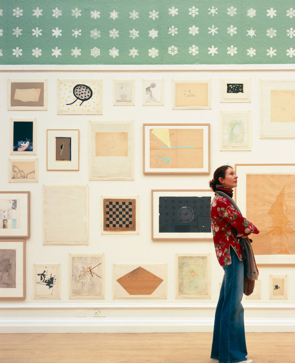 <p>Visitor in John Armleder's exhibition About Nothing. Works On Paper 1962 – 2007 . Photo: Andy Stagg</p>