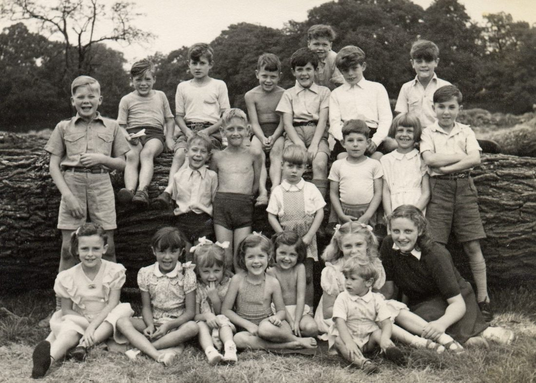 <p>Children from the Pioneer Health Centre, including Dorothy Batten, at Oakley Farm</p>