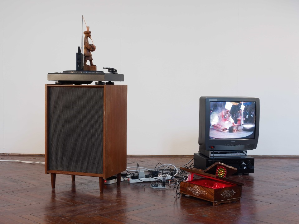 Haroon Mirza, Taka Tak, 2008, a work on display as part of the New Contemporaries 2008 exhibition. The work feautures a speaker and TV screen connected by tangled wires